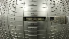 İsviçre bankaları Kovid-19'la servet ve gelirlerini katladı