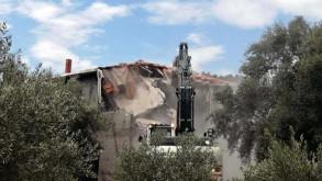 Akbük Koyu'ndaki kaçak yapılar yıkıldı