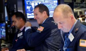 Dow ve S&P 500 rekor seviyeden eksiye düştü