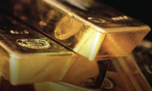 """Altın """"güvenli varlık"""" talebiyle 1,350 doları aştı"""