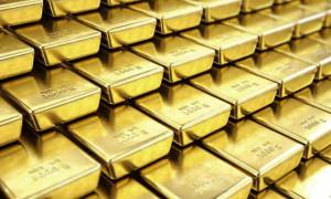 Altın, zirvede geziyor