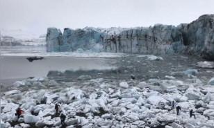 Buzulun çökmesiyle oluşan dev dalgadan son anda kurtuldular