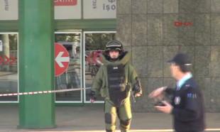 Bomba uzmanı çantayı inceledi, meraklılar görüntü çekti