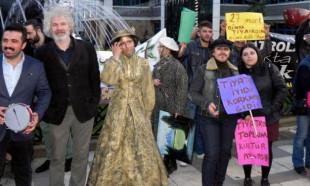 Tiyatrocular 'Dünya tiyatrocular günü'nü sokakta kutladı