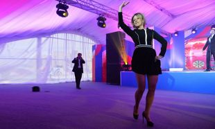 Rus sözcüden dans şov