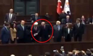 Belediye başkan adayının eşi Erdoğan'ın elini sıkmadı