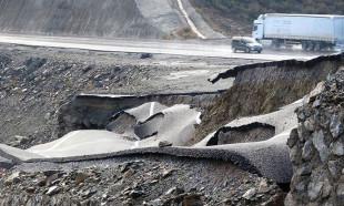 Anamur'da yol çöktü