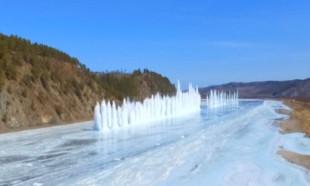 Çin'de buz tutan nehri patlayıcılarla açtılar