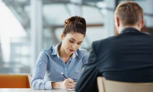 İş görüşmesinde yapılmaması gereken 10 hareket