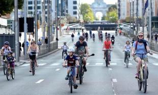 Brüksel'de tüm yollar araç trafiğine kapatıldı