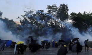 Hong Kong'da Çin'in yıl dönümünde çatışma