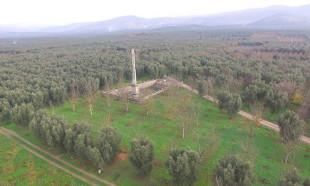 Defineciler 2 bin 500 yıllık Dikilitaş'ın çevresini delik deşik etti
