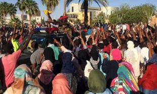 Sudan'da halk sokaklarda