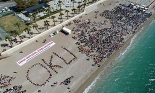 Konyaaltı Plajı'nda 30 bin kişi kitap okudu