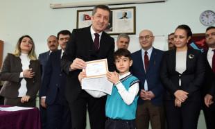 Milli Eğitim Bakanı Selçuk karne dağıtım törenine katıldı