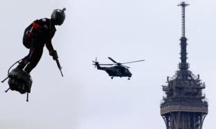 Paris'te gövde gösterisi!