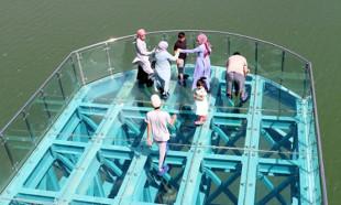 Türkiye'nin en uzun cam terasına yoğun ilgi!