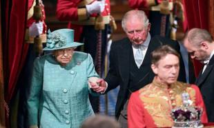 Kraliyette kriz toplantısı