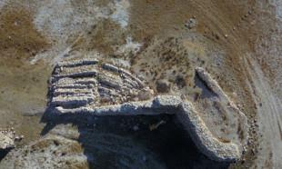 Van Gölü çekildi, tarihi yapılar ortaya çıktı