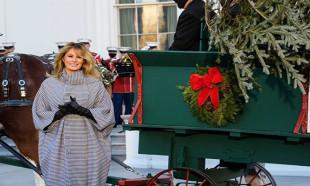 Melania Trump son kez Beyaz Saray'a Noel ağacının gelme törenine katıldı