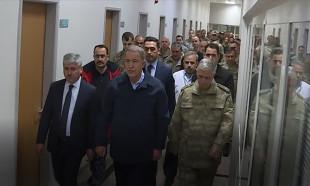 Bakan Akar ve komutanlardan yaralı askerlere ziyaret