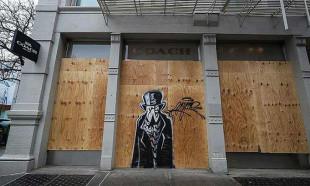ABD'de ünlü mağazalar yağmaya karşı önlem aldı
