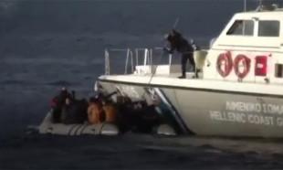 Yunan Sahil Güvenliği mülteci botuna ateş açtı