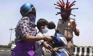 Hindistan polisinden ilginç Kovid-19 gösterisi