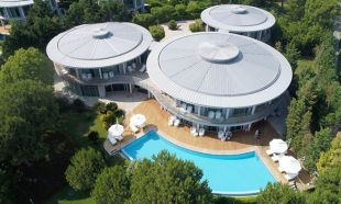 Lüks villada mesafeli tatilin geceliği 10 bin euro