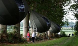 Sosyal mesafeli gözyaşı çadırları