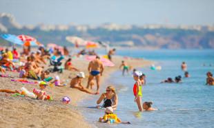 Antalya'da sıcak hava sosyal mesafeyi unutturdu