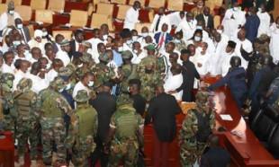Gana parlamentosunda Meclis Başkanlığı kavgası: Ordu müdahalede bulundu