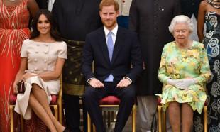 Kraliçe emretti, doğum belgesinden adı kaldırıldı