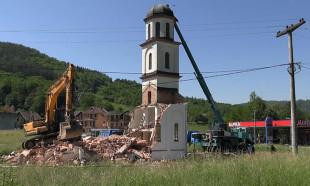 Bosna'da müslüman kadının arsasına izinsiz yapılan kilise yıkıldı