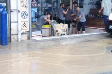 Ataşehir'de su baskınında can pazarının görüntüleri