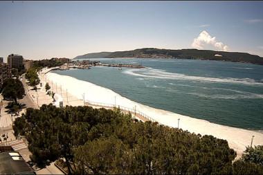 Müsilajın rüzgarın etkisiyle kıyıda yoğunlaşması güvenlik kamerasınca görüntülendi
