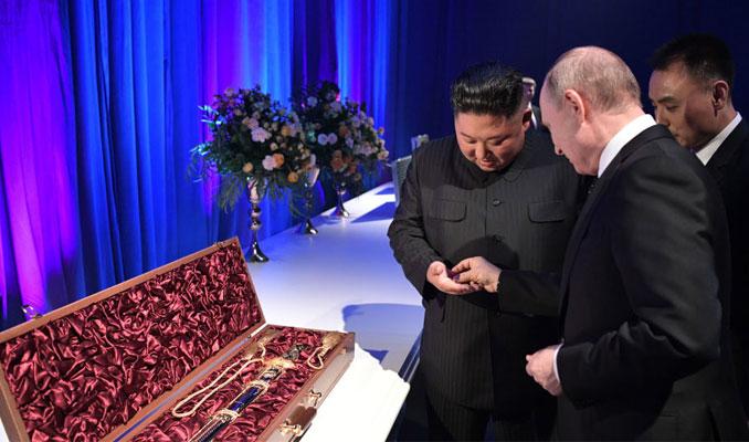 Putin ve Kim hediyelere karşı niçin para verdi