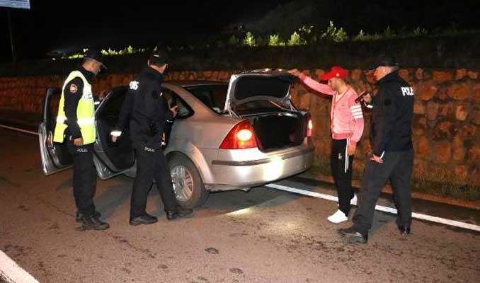 Sarar çiftine gasp sorgulamasında evin hizmetçisi gözaltına alındı