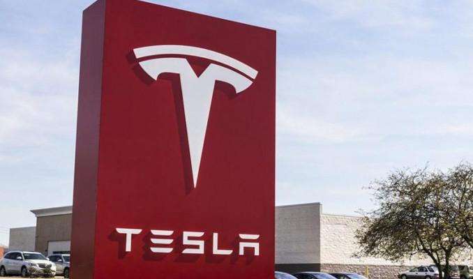 Tesla araçları için ani hızlanma şikâyeti