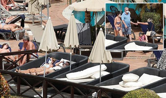 Karantinadaki otelde son durum... Maskeyle güneşleniyorlar!