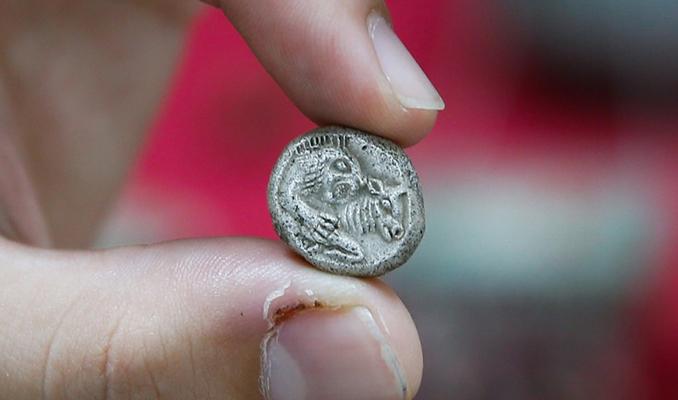 İzmir'de Lidya döneminde basılan paralar ele geçirildi