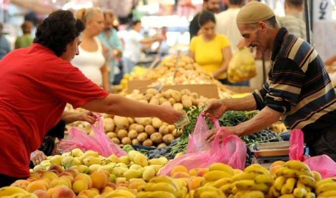 Enflasyon dalgalı seyrini sürdürüyor