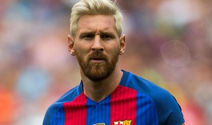Messi, Barcelona'da kaldı