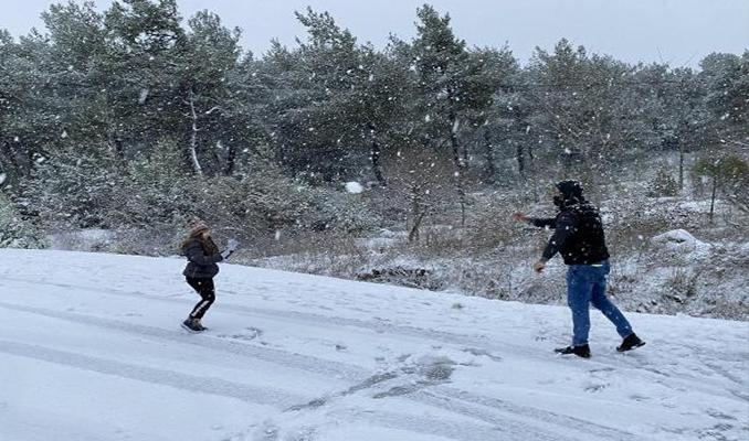 İzmir'de kar yağışı kentte coşku yarattı