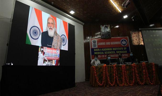 Hindistan, dünyanın en büyük aşı programını başlattı