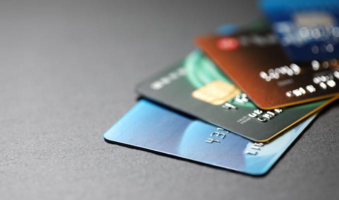 Yeni kredi kartı sayısı yarı yarıya düştü