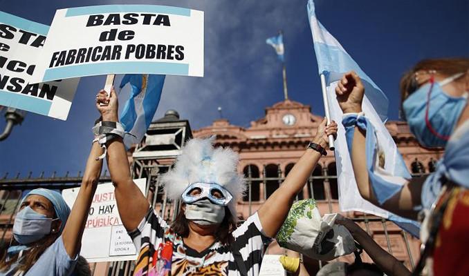 Arjantin'de halk 'VIP aşı' skandalını protesto etti