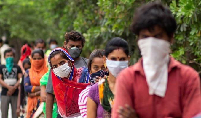Hindistan'da aşı kıtlığı yaşanıyor
