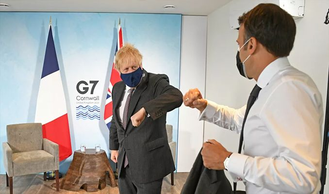 Johnson ve Macron arasında Kuzey İrlanda krizi