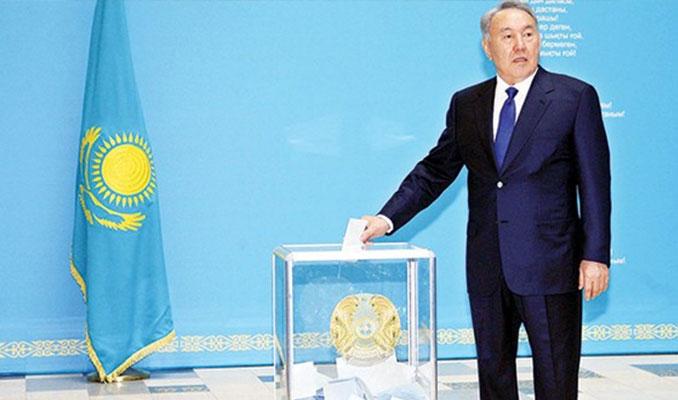 Kazakistan başkanlıktan geri dönüyor